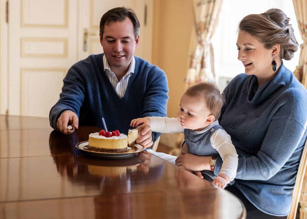 ¡Charles de Luxemburgo tiene 1 año y es adorable!: Sus nuevas fotos, su pastel, su árbol ... 1