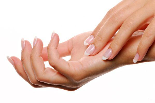 ¿Te preocupan las manchas en tus manos? Aprende a acabar con ellos 1
