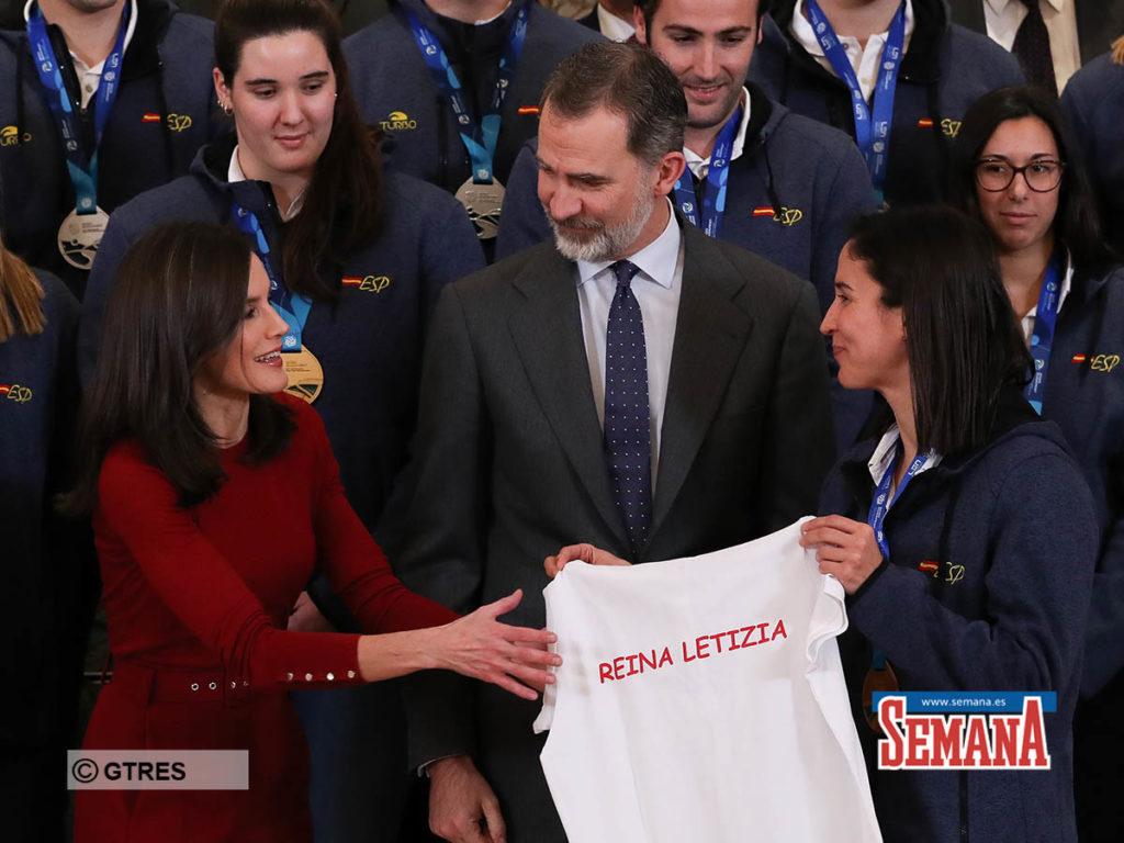 El selfie con la que Letizia se rinde a los 'guerreros del agua' 2