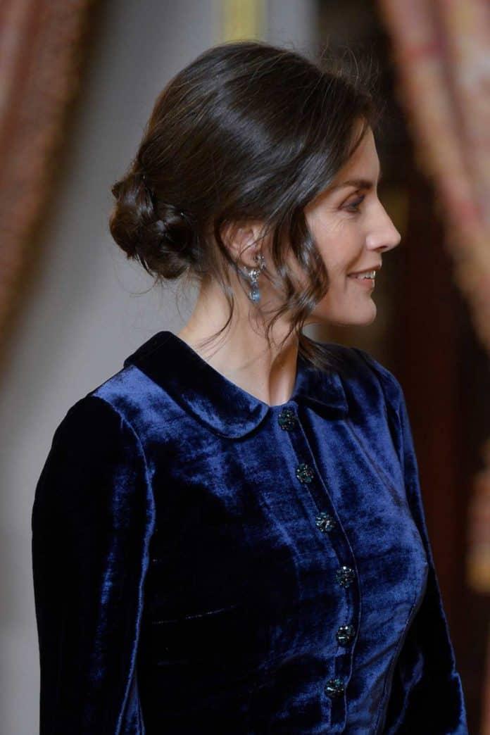 Letizia: recupera el vestido de terciopelo fallido que llevaba hace dos años 6