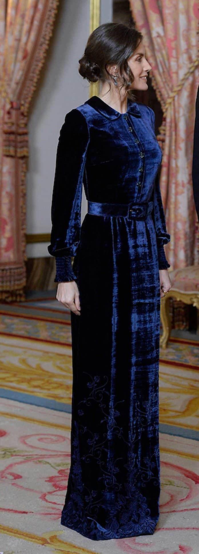 Letizia: recupera el vestido de terciopelo fallido que llevaba hace dos años 4