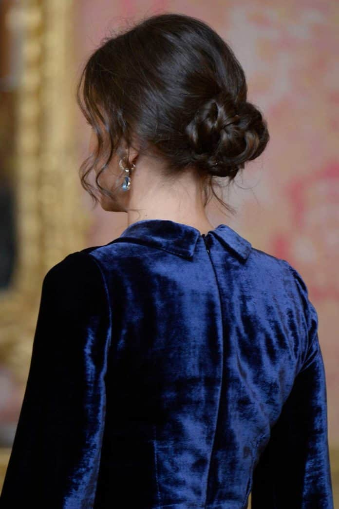 Letizia: recupera el vestido de terciopelo fallido que llevaba hace dos años 7