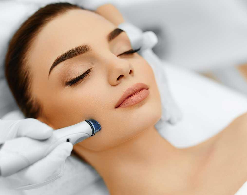 Preparar la piel previamente en la cabina y en el hogar es esencial para obtener los mejores resultados.