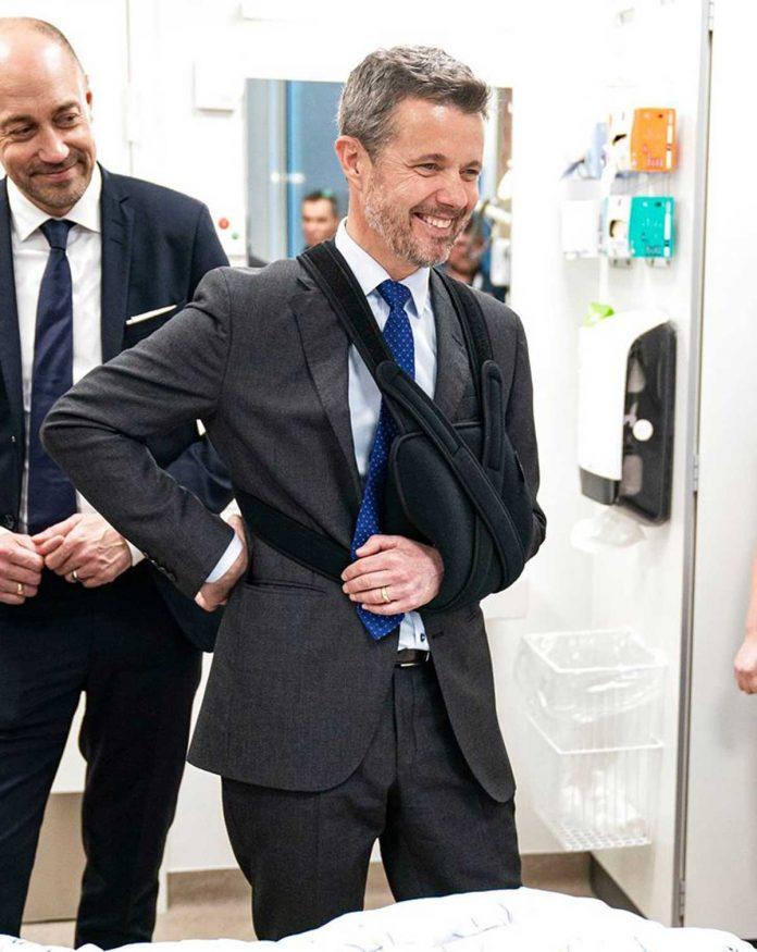 Federico de Dinamarca: de vuelta al trabajo con el brazo en una honda 2