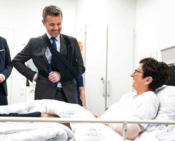 Federico de Dinamarca: de vuelta al trabajo con el brazo en una honda 4