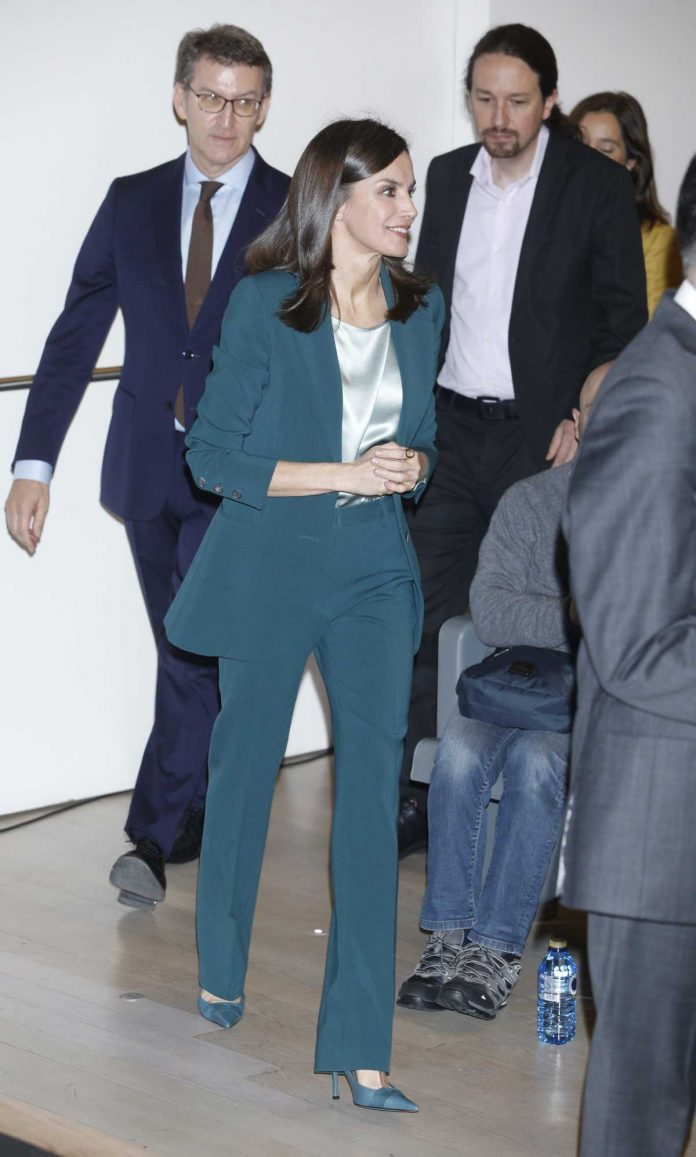 La reina Letizia se pone verde en su primer acto con Pablo Iglesias 2