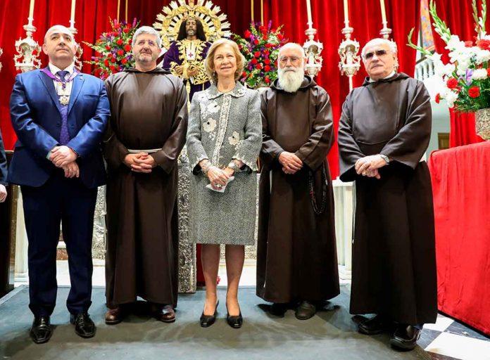 Reina Sofía: enfrenta el coronavirus ante el Cristo de Medinaceli 8