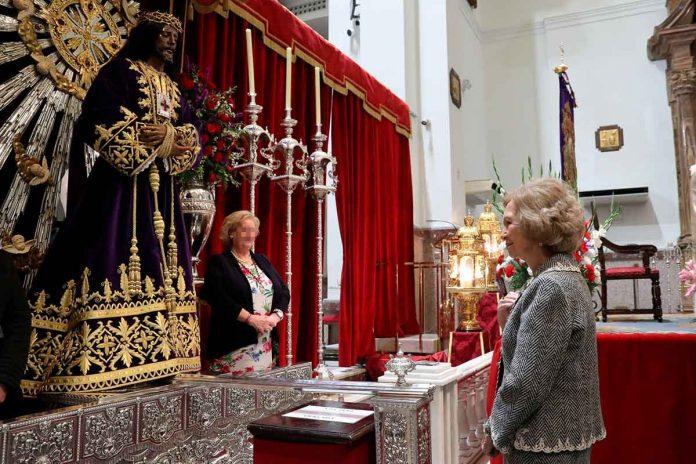 Reina Sofía: enfrenta el coronavirus ante el Cristo de Medinaceli 2