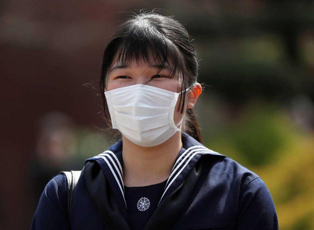 Aiko de Japón se gradúa con una máscara y sin sus padres debido al virus 2