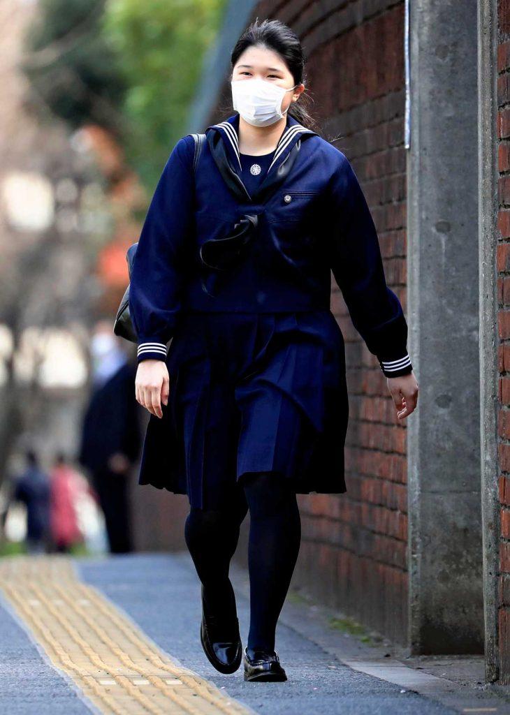 Aiko de Japón se gradúa con una máscara y sin sus padres debido al virus 10