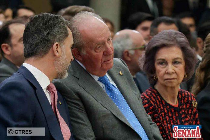 El rey Felipe echa a su padre, el rey Juan Carlos, también desde su oficina 8