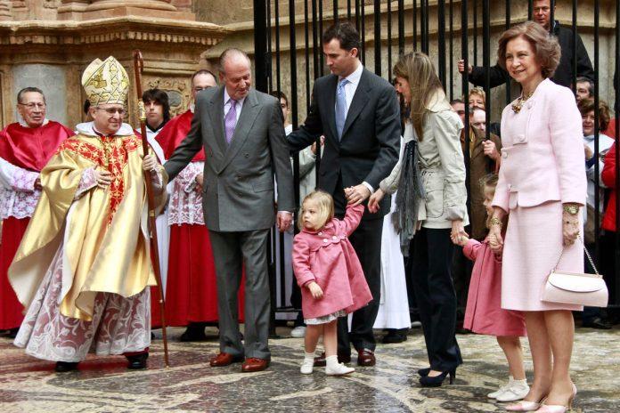 10 años del Domingo de Ramos de los Reyes en imágenes: así es como Leonor y Sofía han crecido 2