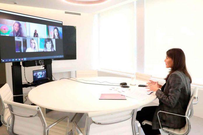 La reina Letizia se preocupa por las mujeres gitanas durante la cuarentena 4