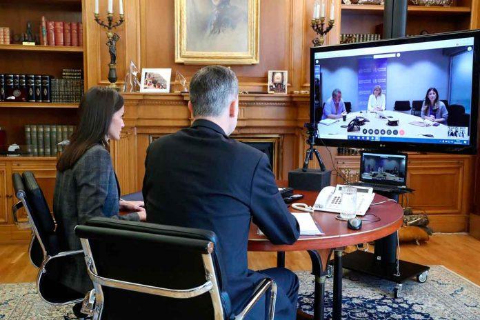 La reina Letizia se preocupa por las mujeres gitanas durante la cuarentena 8