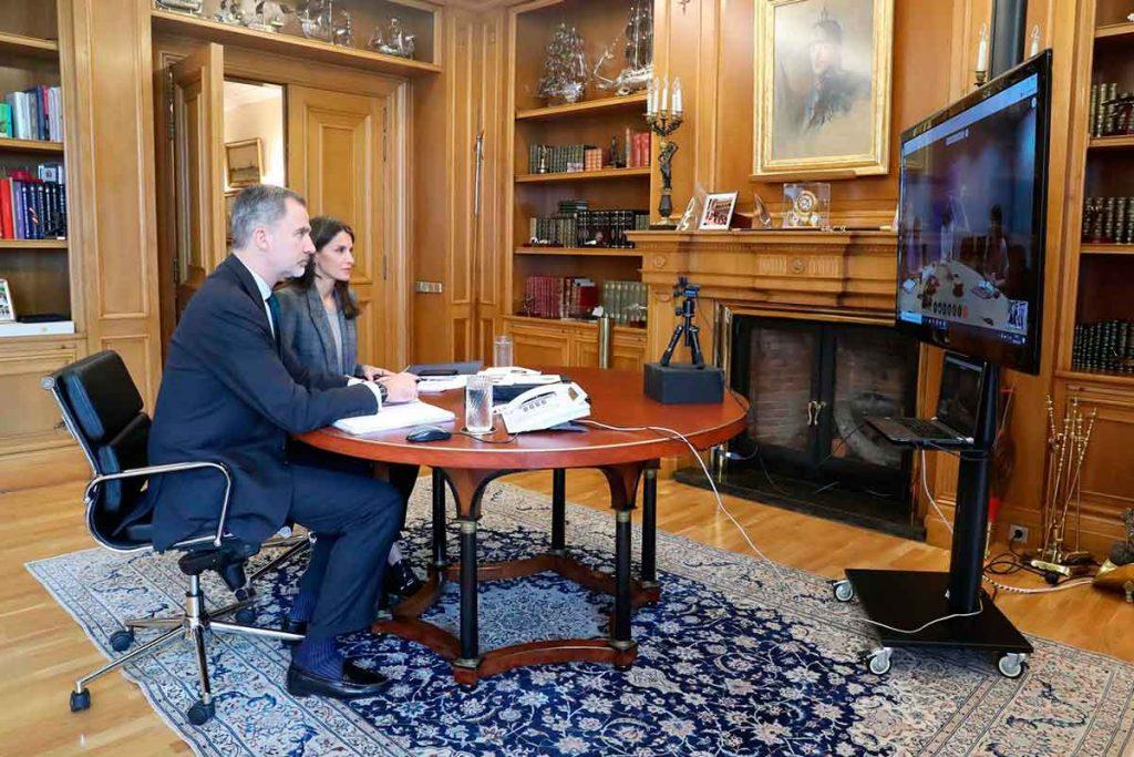 Los reyes Felipe y Letizia continúan su lucha contra el coronavirus confinado en el palacio 2
