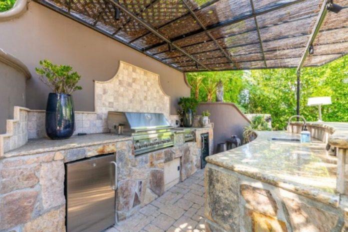 Kaley Cuoco pierde tres millones de euros al vender su mansión de Los Ángeles 10