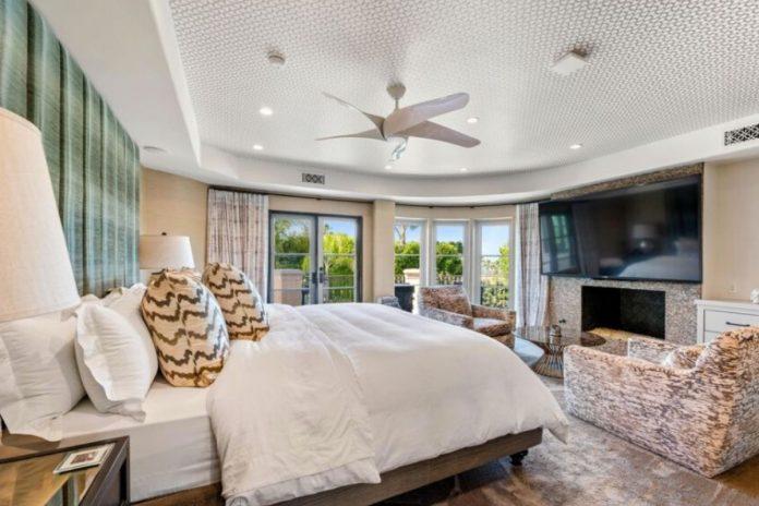 Kaley Cuoco pierde tres millones de euros al vender su mansión de Los Ángeles 26