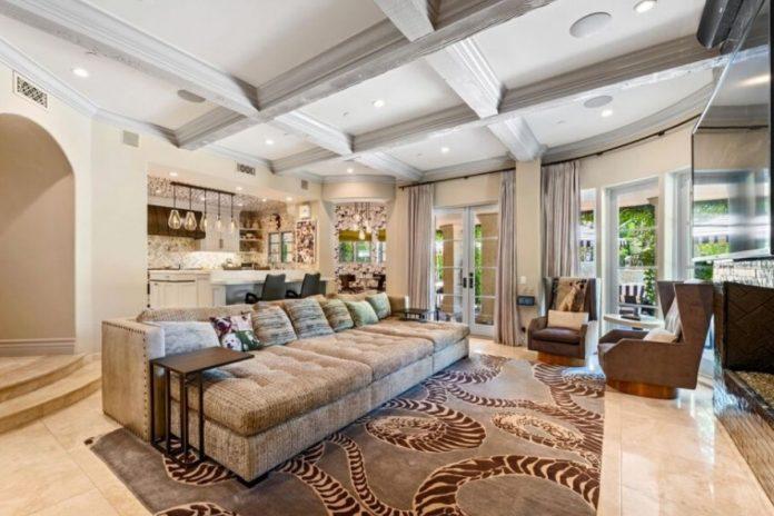 Kaley Cuoco pierde tres millones de euros al vender su mansión de Los Ángeles 18