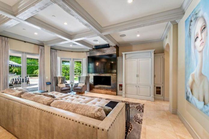 Kaley Cuoco pierde tres millones de euros al vender su mansión de Los Ángeles 16