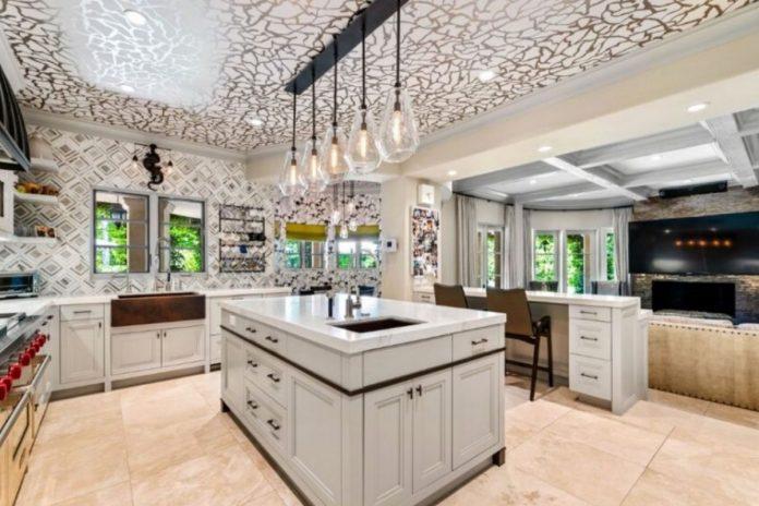 Kaley Cuoco pierde tres millones de euros al vender su mansión de Los Ángeles 8