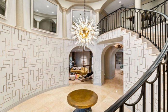 Kaley Cuoco pierde tres millones de euros al vender su mansión de Los Ángeles 28