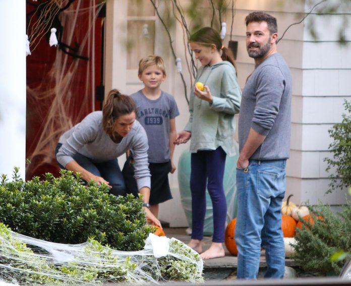 Ben Affleck, enojado después de dejar a su ex, la casa de Jennifer Garner, sin Ana de Armas 24