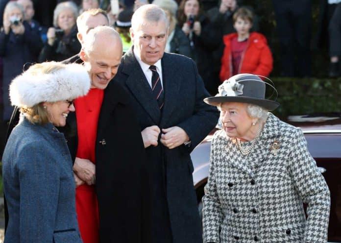 La reina Isabel II cumple 94 años en su 'annus horribilis' 10