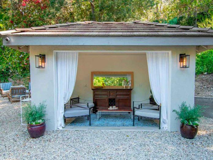 Selena Gómez compra la antigua casa del músico Tom Petty por 4,5 millones de euros. 4