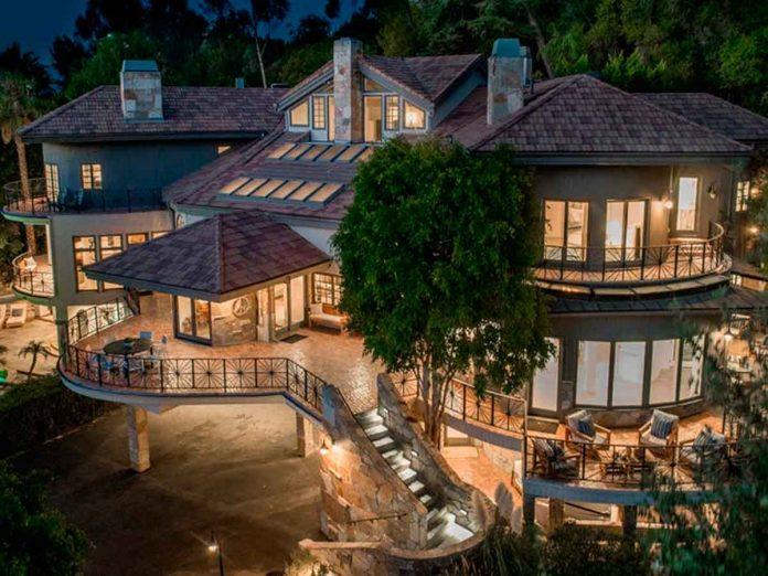 Selena Gómez compra la antigua casa del músico Tom Petty por 4,5 millones de euros. 10
