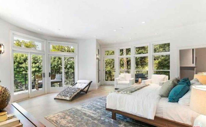 Selena Gómez compra la antigua casa del músico Tom Petty por 4,5 millones de euros. 20