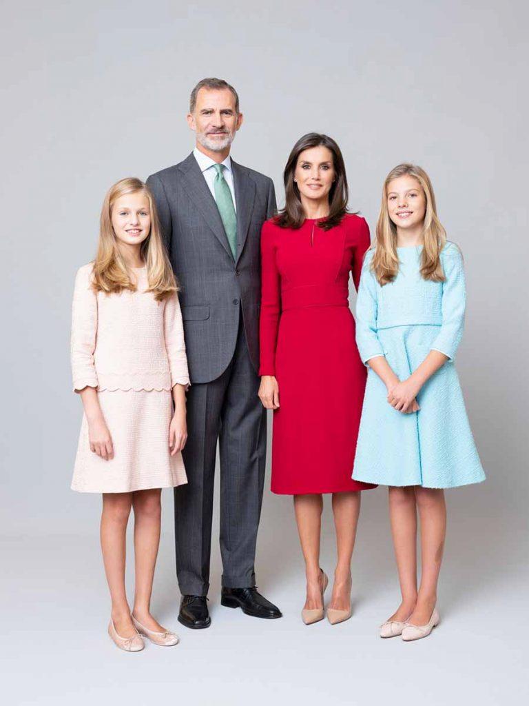 Los reyes Felipe y Letizia recurren al día de la literatura en el momento del debut de sus hijas 6