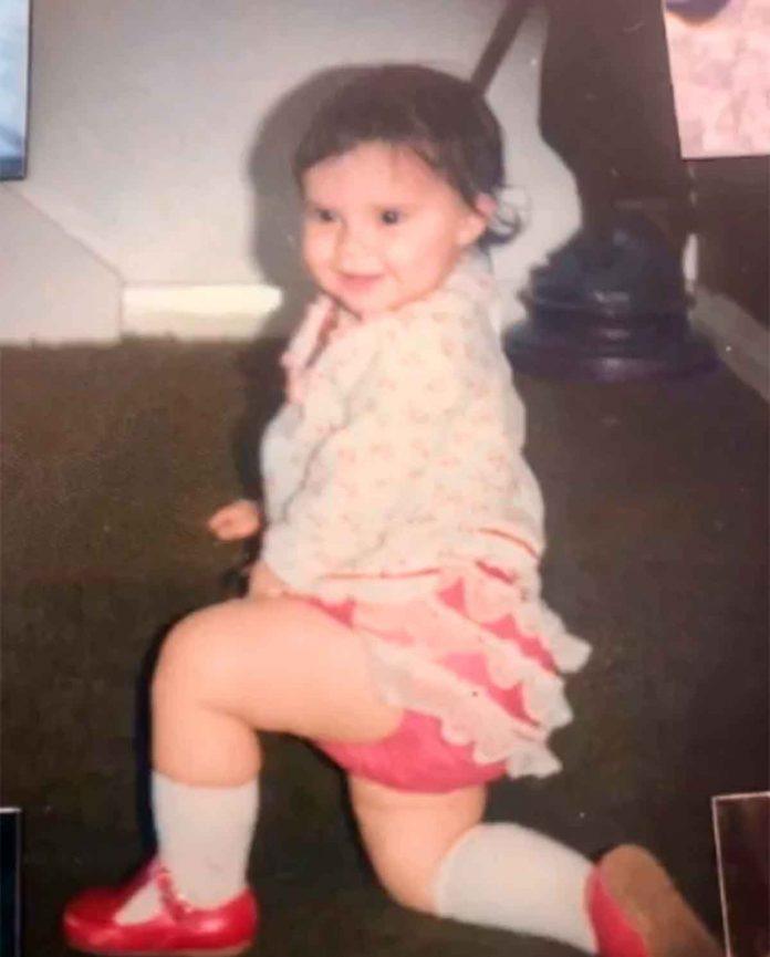 Victoria Beckham desempolva su álbum de fotos para celebrar su cumpleaños 28