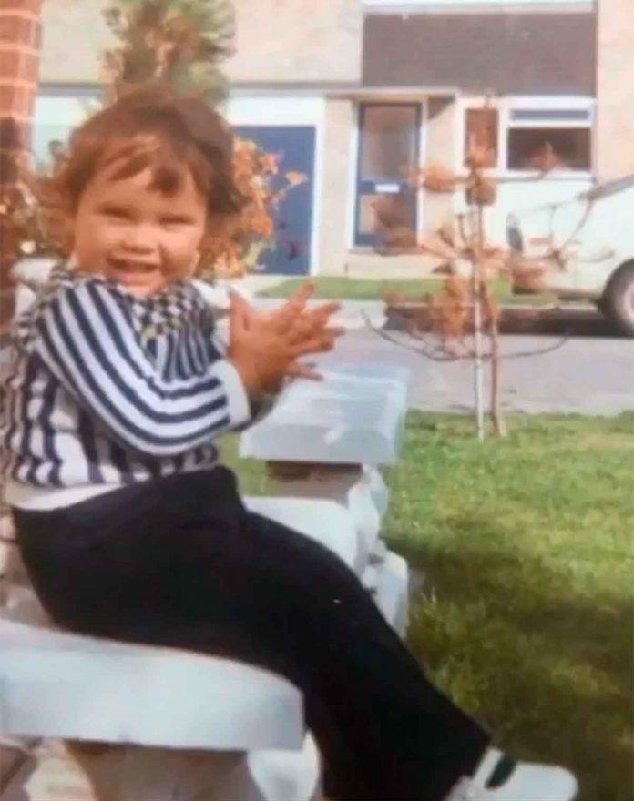 Victoria Beckham desempolva su álbum de fotos para celebrar su cumpleaños 10