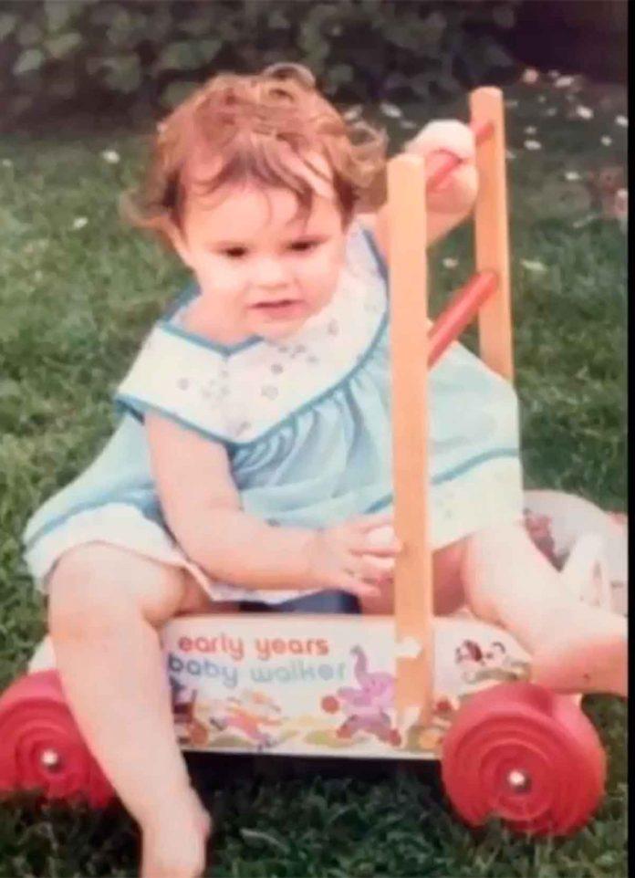 Victoria Beckham desempolva su álbum de fotos para celebrar su cumpleaños 22