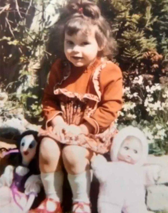 Victoria Beckham desempolva su álbum de fotos para celebrar su cumpleaños 24