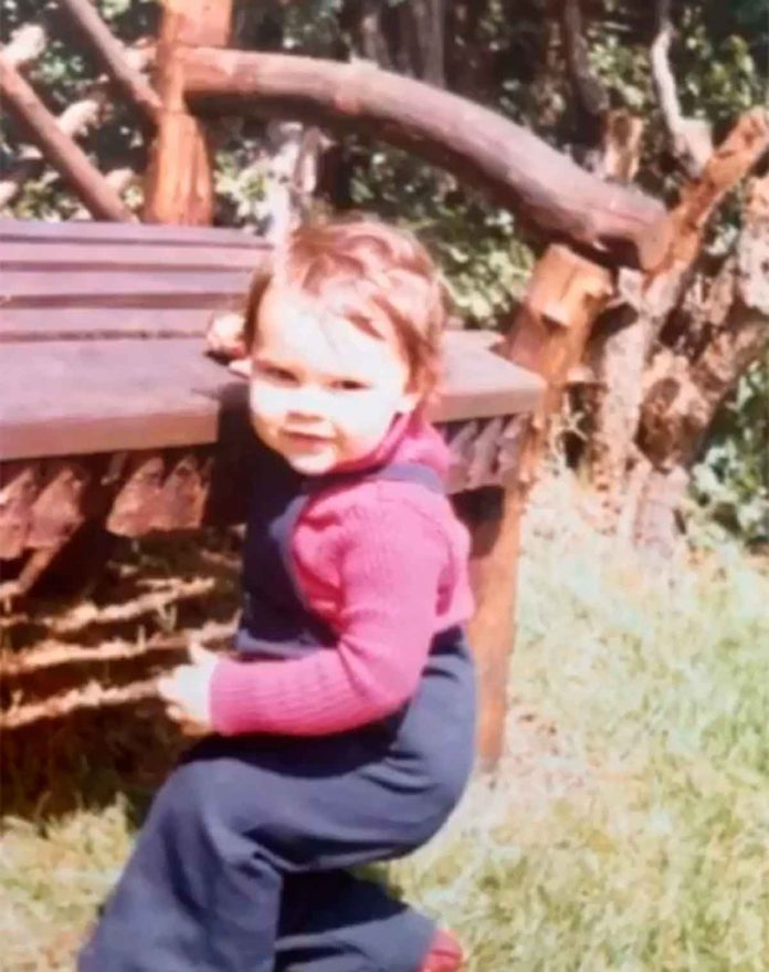 Victoria Beckham desempolva su álbum de fotos para celebrar su cumpleaños 26