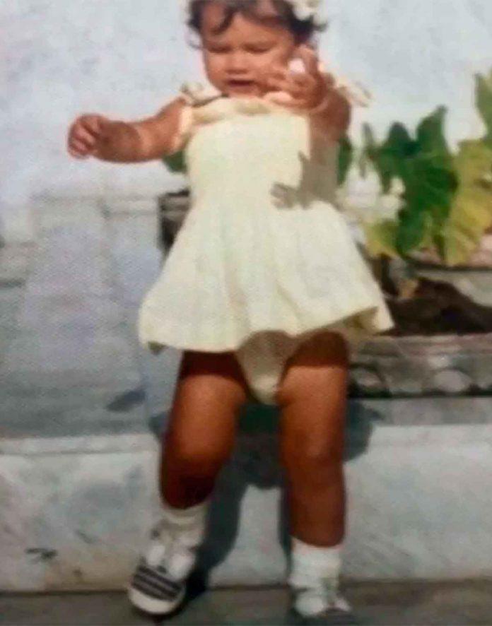 Victoria Beckham desempolva su álbum de fotos para celebrar su cumpleaños 4