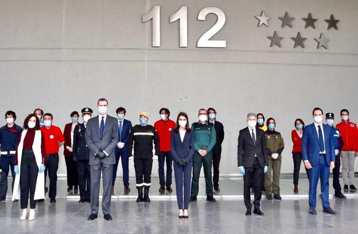 La reina Letizia, con guantes y una máscara, abandona La Zarzuela por primera vez. 6