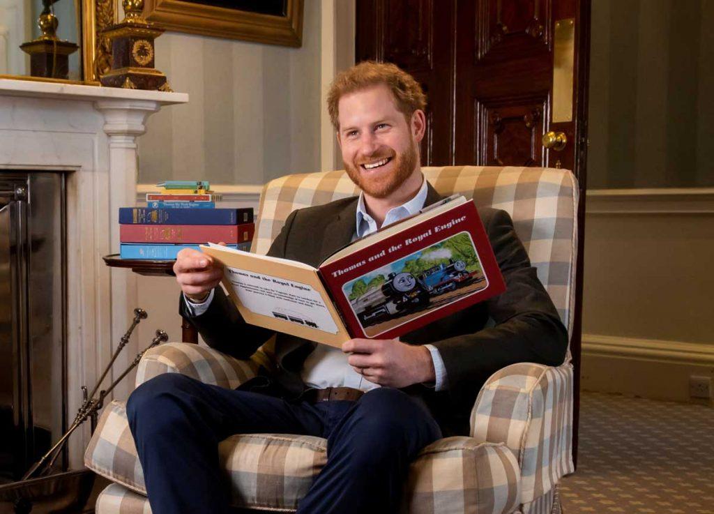 El príncipe Harry lee una historia (y no exactamente para su hijo Archie) 2