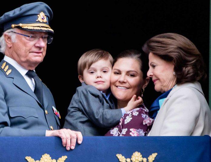 El rey Carlos Gustavo de Suecia cumple 74 años rodeado de su familia (menos uno) 10