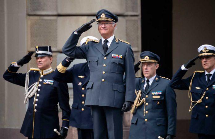 El rey Carlos Gustavo de Suecia cumple 74 años rodeado de su familia (menos uno) 14