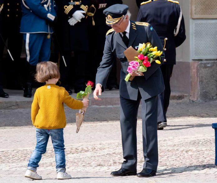 El rey Carlos Gustavo de Suecia cumple 74 años rodeado de su familia (menos uno) 16