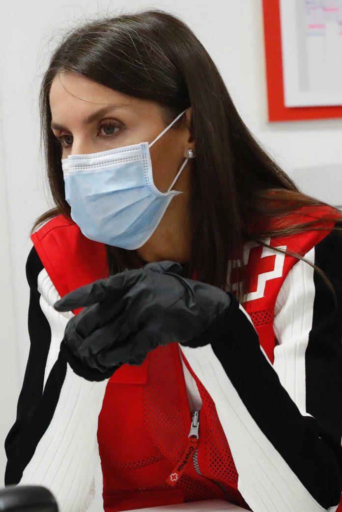 La reina Letizia abandona el palacio para apoyar a los voluntarios de la Cruz Roja 26
