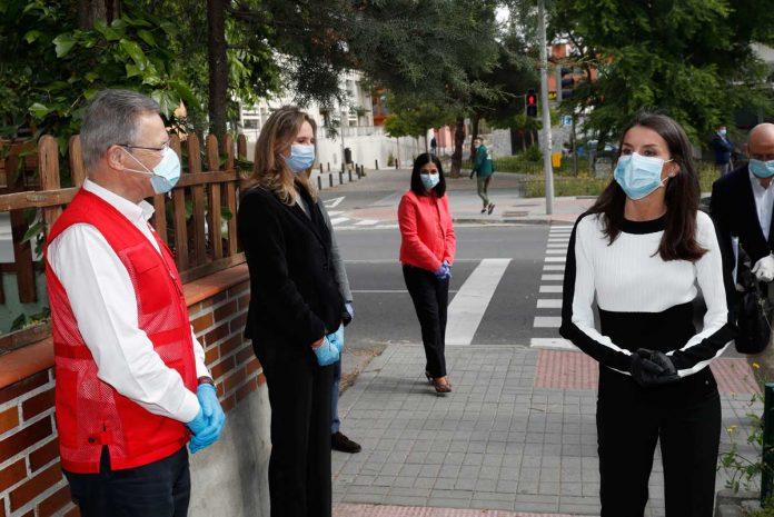 La reina Letizia abandona el palacio para apoyar a los voluntarios de la Cruz Roja 2