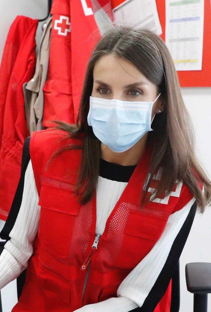 La reina Letizia abandona el palacio para apoyar a los voluntarios de la Cruz Roja 28