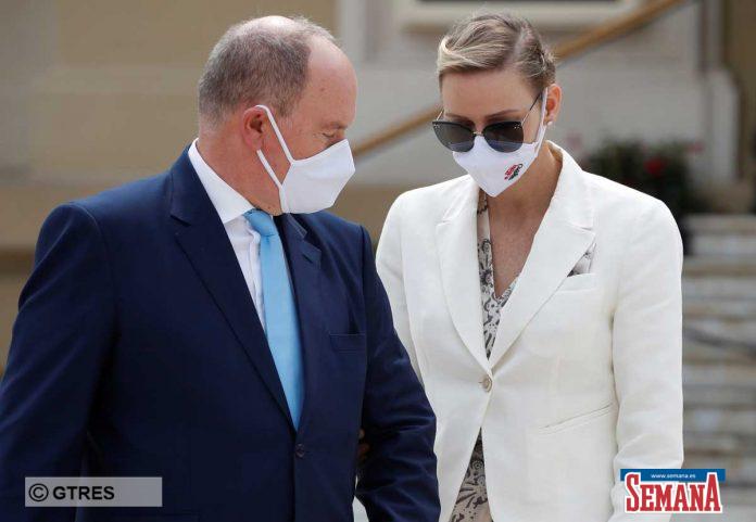 La familia real de Mónaco (con ausencias notables) reaparece altamente protegida en su regreso a la vida pública 8
