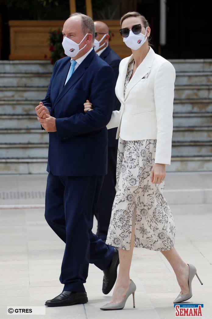 La familia real de Mónaco (con ausencias notables) reaparece altamente protegida en su regreso a la vida pública 6