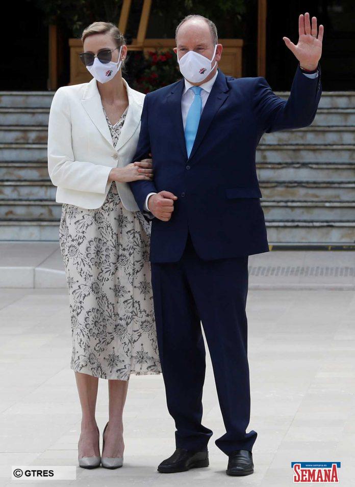 La familia real de Mónaco (con ausencias notables) reaparece altamente protegida en su regreso a la vida pública 4
