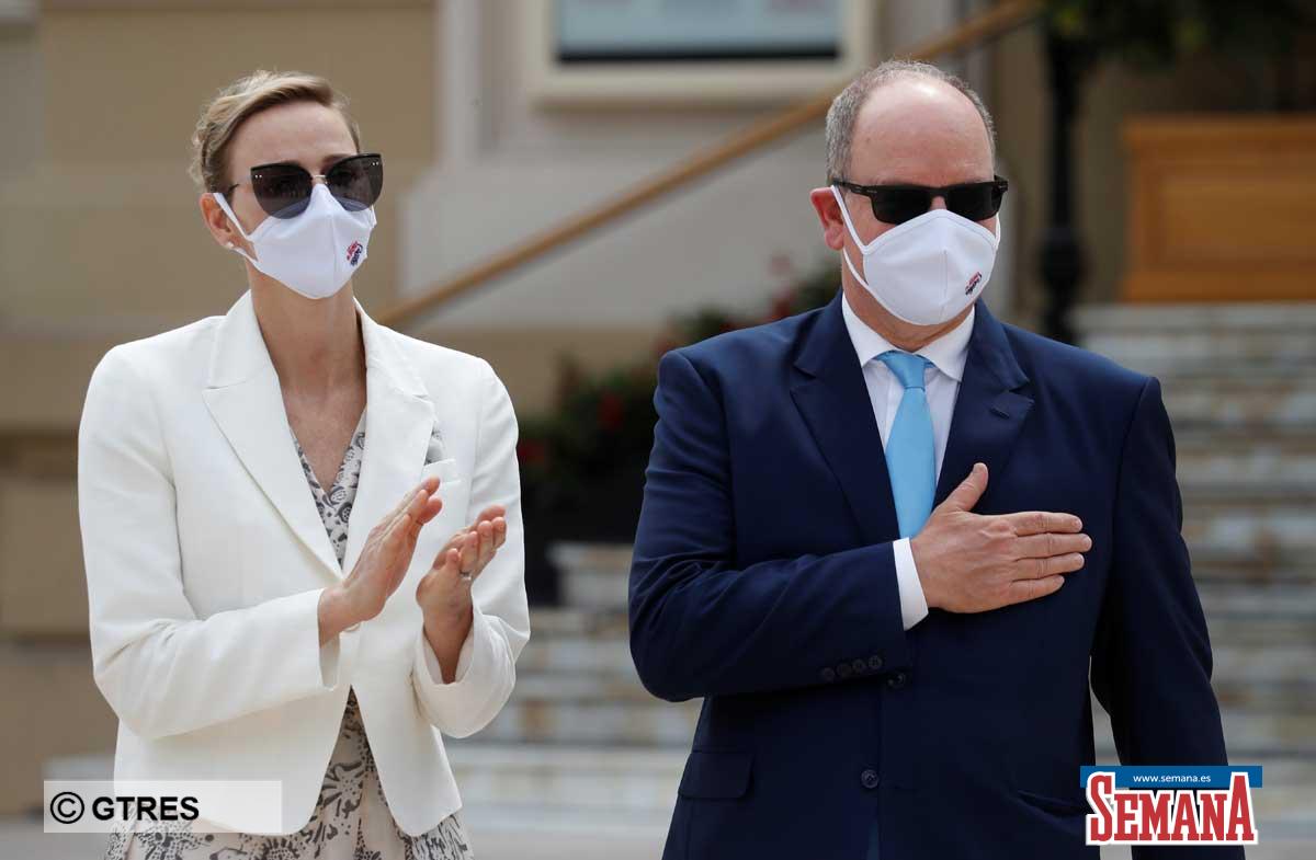 La familia real de Mónaco (con ausencias notables) reaparece altamente protegida en su regreso a la vida pública 2