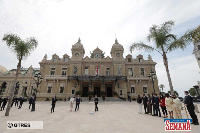 La familia real de Mónaco (con ausencias notables) reaparece altamente protegida en su regreso a la vida pública 16